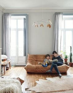 Visite déco : Omniprésence de bleus à la française sur @decocrush - www.decocrush.fr #slowdeco