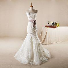 vera Wang style slime fishtail wedding dress #vintageStyle #weddingDress