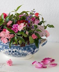 How to arrange a loose bouquet of flowers the easy way. Use chicken wire as a fool-proof method to arrange your flowers. See more: http://www.songbirdblog.com