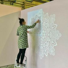 DIY project in action 🎐🎐🎐🎐Shop your mandala stencils her Mandala Stencils, Mandala Painting, Stencil Painting, Mandala Art, Mandala On Wall, Stencil Wall Art, Simple Mandala, Geometric Mandala, Mandala Design