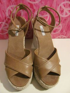 This hot little number will satisfy your every style craving    METRO 7    WOMENS FAUX LEATHER    LACE WEDGES    SIZE 8.5M    MINT CONDITION FOR    PREOWNED    4.5 IN WEDGE    1 ¼ IN PLATFORM    BROWN/BEIGE LACE    ANKLE STRAP    SUPER CUTE    VERY COMFY    WONDERFUL ADDITION TO    YOUR WARDROBE