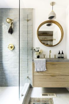 This cozy, light-flooded California hut is a magical home . - This cozy, light-flooded California cabin is a magical home – this small, minimalist cabin is so - Bad Inspiration, Bathroom Inspiration, Bathroom Styling, Bathroom Interior Design, Magical Home, Interior Minimalista, Bathroom Trends, Bathroom Ideas, Bathroom Designs