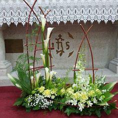 #성전꽃꽂이#주님세례축일 Spring Flower Arrangements, Beautiful Flower Arrangements, Floral Centerpieces, Spring Flowers, Floral Arrangements, Beautiful Flowers, Altar Flowers, Church Flowers, Funeral Flowers