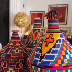 """Il y a des adages qui parlent d'eux-mêmes. """"Montre moi ton intérieur, je te dirais qui tu es"""". Les clients de la Boutique de l'Atelier ont tous un point commun, l'amour du beau. Dans le quartier industriel de Sidi Ghanem, cette ravissante boutique vous ouvre les portes d'un univers tout en couleurs."""