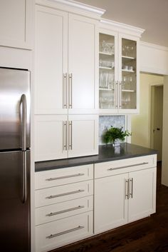 White cabinets, dark counters and the oversize hardware pulls