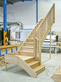Craftsmans Oak quarter landing staircase - Home Decoration Loft Staircase, Staircase Landing, Modern Staircase, Wooden Staircases, Spiral Staircase, Oak Stairs, Basement Stairs, House Stairs, Basement Flooring