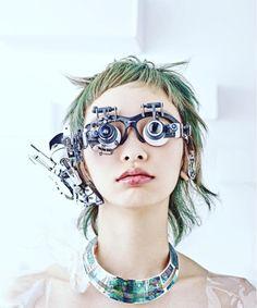 Head-set. Material: headphone, loupe, video camera, gas mask, battery. Photo(1) hair design:Soichiro Uchida make-up:Akiko Fukue props design:Hiroto Ikeuchi photo:Yusuke Matsuyama