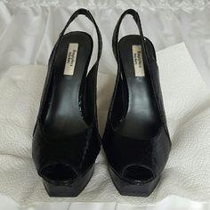 Simply Vera Wang peep toe heels size 7. Great condition Bundle and save . Simply Vera Vera Wang Shoes Heels