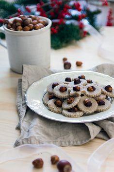 Kokos, tahini, rýžový sirup - vánoční raw cukroví Tahini, Christmas Sweets, Xmas, Paleo Baking, Raw Vegan, Waffles, Low Carb, Gluten Free, Cookies