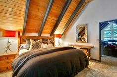 Upscale Tahoe Donner Cabin Truckee (California) Located 40 km from Reno and 44 km from Carson City, Upscale Tahoe Donner Cabin offers accommodation in Meadow Lake Park. The unit is 49 km from Stateline. Free WiFi is featured throughout the property.