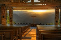 Absolutely LOVE this picture! Pretty Place Chapel with a breathtaking view of the Blue Ridge Mountains, near Brevard NC Photo credit: Dave Allen Peaceful Places, Beautiful Places, Pretty Place Chapel, North Carolina Mountains, South Carolina, And So It Begins, Old Churches, Blue Ridge Mountains, Kirchen