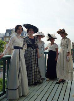 Robe of seaside towards 1912 1900s Fashion, Edwardian Fashion, Vintage Fashion, Vintage Beauty, Edwardian Clothing, Edwardian Dress, Edwardian Costumes, Historical Costume, Historical Clothing