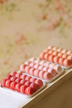 clay food Pink Macarons in dollhouse miniature scale Cute Polymer Clay, Cute Clay, Polymer Clay Miniatures, Polymer Clay Crafts, Dollhouse Miniatures, Barbie Food, Doll Food, Tiny Food, Fake Food