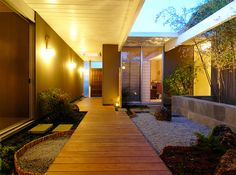 Japanese sensibility of this Eichler Entry, designed by Lisa Parramore