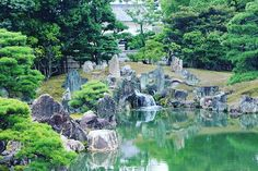 A small waterfall at the pond of the Nijō Castle in Kyoto