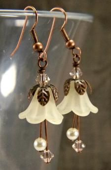 Jewelry Beaded Victorian Bellflower Ivory Swarovski Pearls and Silk Crystals Antique Copper and Lucite Flower Beaded Earrings Jewelry - Sepia Fairy Earrings Ivory Swarovski Pearls Wire Jewelry, Jewelry Crafts, Beaded Jewelry, Jewlery, Jewelry Ideas, Jewelry Patterns, Hippie Jewelry, Bracelet Patterns, Bridal Jewelry