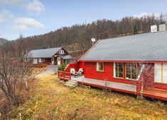 Visning lørdag kl 12 - 13 Pen vertikaldelt hytte med kort vei til skitrekk . Real Estate, Cabin, House Styles, Home Decor, Decoration Home, Room Decor, Real Estates, Cabins, Cottage