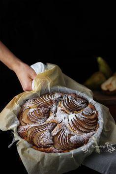 Hoy os traigo un pastel muy fácil sin gluten super tierno y jugoso. Se trata de un bizcocho hecho con polenta sin gluten , (harin...