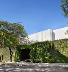 Brise House by Gisele Taranto Arquitetura