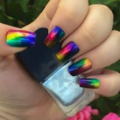 To achieve this stained glass effect, this complete nail design kit from Sephora is all you need. We introduce the Formula X Infinite Ombré kit that features vivid and stunning shades.