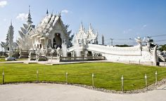 Constructed between 1998 and 2008, Wat Rong Khun in Chiang Rai, Thailand looks like the winter palace of some fairy tale queen, with its intricately carved all-white structure and elaborate, icicle-like towers. (From: Photos: World's Most Striking Temples)