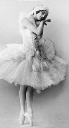Anna Pavlova, in Leon Bakst costume for The Dying Swan (Le Cygne), Buenos Aires, Argentina, Photo by Frans van Riel, circa 1928 - https://commons.wikimedia.org/wiki/File:AP_Cygne.jpg