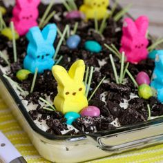 Dirt Cake Easter Oreo Dirt Cake - a creamy and delicious Easter dessert that everyone will love to decorate and eat!Easter Oreo Dirt Cake - a creamy and delicious Easter dessert that everyone will love to decorate and eat! Easter Dirt Cake Recipe, Easter Cake Easy, Easter Peeps, Easter Treats, Easy Easter Desserts, Easter Food, Easter Deserts, Easter Snacks, Dirt Dessert Recipe With Cream Cheese