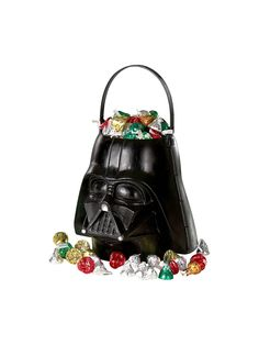 Send your little Jedi home with fun favors filled up in this cool Star Wars themed favor container. The Star Wars Darth Vader Favor Bucket is solid black and is designed to look just like Darth Vader's iconic helmet.