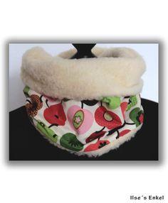 Dank Teddyfell sehr warmer, kuschliger Rundschal mit niedlichem Apfelmuster auf der Aussenseite...    *Einfach über den Kopf gezogen hält er deinen...