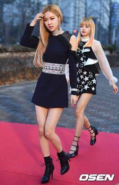 Blackpink Rosé and Lisa Blackpink Fashion, Korean Fashion, Fashion Outfits, Womens Fashion, Fashion Design, Kpop Girl Groups, Kpop Girls, K Pop, Asian Woman