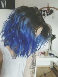 Blue hair , short hair blue ombre - Hair World Colored Bobs, Coloured Hair, Colored Short Hair, Short Blue Hair, Short Ombre, Short Dyed Hair, Short Hair With Color, Short Grunge Hair, Pelo Color Azul