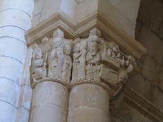 Detalle de capitel románico en el Monasterio de San Juan de Ortega (Burgos)