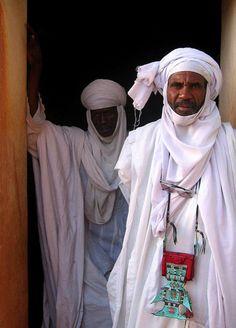 Tuareg men at the Mosque of Agadez, Niger   ©Norbert Righetto