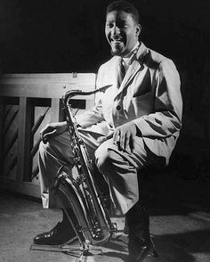 Image from http://downbeat.com/images/Sonny-Rollins_1173_1174.jpg.