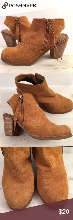 DV Jentry Suede Open Back Bootie Sz 7.5M DV by Dolce Vita Jentry Suede Open Back Bootie Sz 7.5M Pre-Owned - Good Condition Gently Worn, some signs of wear but still have plenty of life. There is a small mark on left boot andHeels show some signs of wear (see photos). 🚫no trades pls DV by Dolce Vita Shoes Ankle Boots & Booties