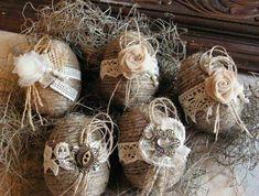 Cele mai frumoase ornamente pentru ouale de Paste Aceste ornamente pentru ouale de Paste sunt inedite, iti fura privirea intr-o secunda. Axate pe un design vintage, aceste idei sunt fabuloase: http://ideipentrucasa.ro/cele-mai-frumoase-ornamente-pentru-ouale-de-paste/