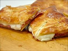 Soppressata & Cheese in Puff Pastry - endless possibilities of variations: peperoni and mozzarella, country ham and cheddar, turkey and brie…and other wonderful combinations waiting to be discovered. Recipes Appetizers And Snacks, Romanian Food, I Love Food, Food To Make, Food Porn, Food And Drink, Cooking Recipes, Yummy Food, Favorite Recipes
