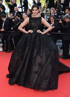 Cannes 2014 - Sonam Kapoor in Elie Saab haute-couture - Day 5 (montée des marches The Homesman)