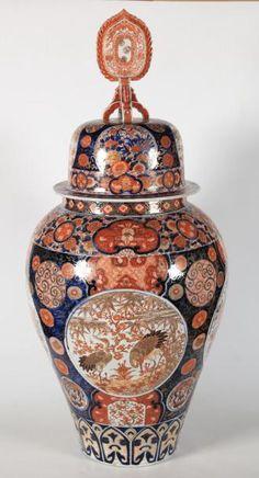 VARIA Grande potiche en porcelaine Imari. Japon, époque Meiji Grote dekselvaas van Imari porselein. Japan, Meidji periode H= 102 cm  - Campo & Campo - 05/12/2017