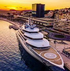 Beautiful view with the luxury yacht. Wealthy Lifestyle, Billionaire Lifestyle, Luxury Lifestyle, Rich Lifestyle, Yacht Luxury, Luxury Travel, Yacht Design, Cavo Tagoo Mykonos, Jet Privé