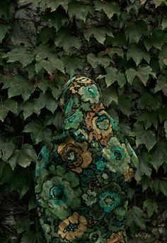 """""""Somewear"""" is a series of self-portraits made by photographer Lucia Fainzilber. To create this stunning camouflage artwork, she photographed herself dressed up with outfits that match with the background's colors and patterns."""