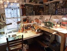Nina Bagleys mixed media jewelry studio in her home. Artists and Crafters would love this.