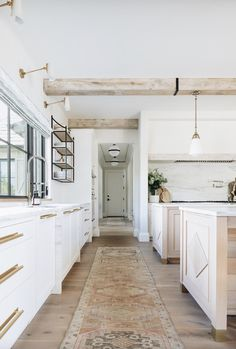 This weeks inspired interior is a Kate Marker home tour. Worn woods, clean lines and cozy details, make up the perfect interpretation of modern farmhouse. Home Interior, Kitchen Interior, Kitchen Design, Interior Design, Kitchen Ideas, White House Interior, Interior Plants, Home Renovation, Home Remodeling