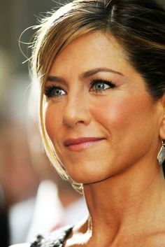 Celebs who can't stand Jennifer Aniston – Celebrities Woman Jennifer Aniston Style, Jennifer Aniston Makeup, Jennifer Aniston Pictures, Jessica Aniston, Jennifer Aniston Aveeno, Jennifer Aniston Friends, Jeniffer Aniston, John Aniston, Up Dos