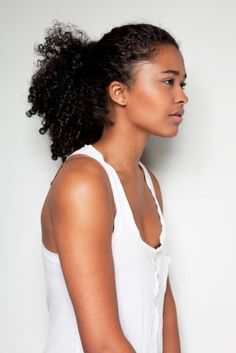 Naturally curly hair is the envy of all. If you have curls and are always on the go this weeks journal post Quick Naturally Curly Hairstyles For The Busy Woman is just for you. My Hairstyle, Afro Hairstyles, Pretty Hairstyles, Cabello Afro Natural, Pelo Natural, Au Natural, Curly Hair Styles, Natural Hair Styles, Natural Hair Accessories