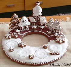 A great way to decorate a large cookie or a cake ~ via www.facebook.com/libuse.mokra.3