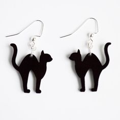Laser cut acrylic black scaredy cat charm pendant earrings // Halloween jewelry // your choice of colorTap the link to check out great cat products we have for your little feline friend! Laser Cutter Ideas, Laser Cutter Projects, Halloween Earrings, Halloween Jewelry, Halloween Shadow Box, Spooky Halloween, Trotec Laser, Hallowen Ideas, Laser Cut Jewelry