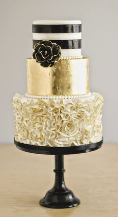 Wedding Cakes : Black White and Gold Wedding Cake with Gold Ruffles ~ we ❤ this! Beautiful Wedding Cakes, Gorgeous Cakes, Pretty Cakes, Amazing Cakes, Metallic Cake, Gold Cake, Metallic Gold, Silver, White And Gold Wedding Cake