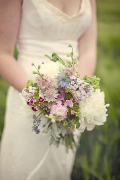 pretty wild flower bouquet- Now this is what I reeeally want.