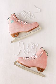 Shop Moxi Suede Ice Skates at Urban Outfitters today. We carry all the latest styles, colors and brands for you to choose from right here. Eislauf Outfits, Rollers, Couleur Rose Pastel, Urban Outfitters, Cool Winter, Deco Rose, Ice Skaters, Skater Girls, Roller Skating